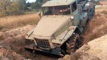 Военные грузовики на жутком бездорожье
