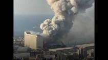 Момент мощного взрыва в Бейруте 04.08.2020