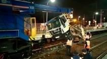Поезд протаранил грузовик в Московской области