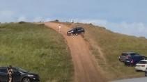 Автомобиль скатился с горы в толпу отдыхающих