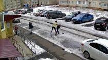 В Новочебоксарске агрессивная мамаша отбила сына от одноклассников