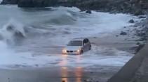 Удачно припарковался на пляже