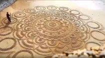 Потрясающий рисунок на песке