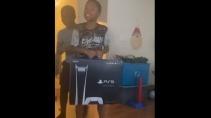 Отец разыграл сына с Sony PS5
