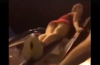 Неудачная поездка пьяной девушки на поручне эскалатора