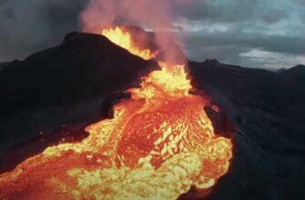 Дрон снимает эпические кадры изнутри вулкана перед тем, как он в него рухнет