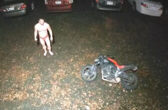 Кражу мотоцикла прервал владелец пистолета в красных трусах
