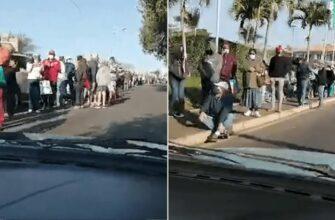 Очередь за едой в Южной Африке после беспорядков