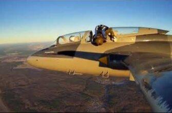 Парашютист застрял при попытке прыгнуть с самолета