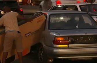 Грабитель попытался запихнуть украденный телевизор в салон и багажник автомобиля
