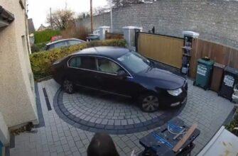 Поворотная платформа для разворота автомобиля во дворе дома