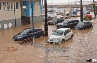 Внезапное наводнение в городе Les Cases d'Alcanar в Каталонии, Испания
