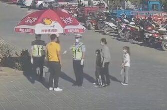 Мужчина спас полицейских от палящего солнца