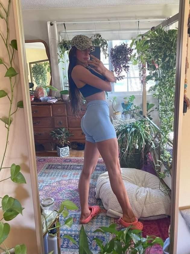 Селфи девушек дома в зеркале (34 фото)