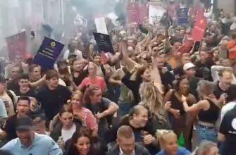 Зажигательный протест против коронавирусных ограничений в Нидерландах